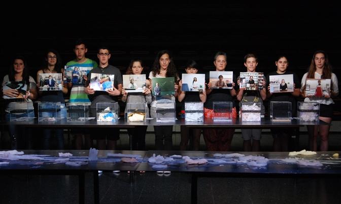 Marta Galán EN RESiDÈNCiA a l'Institut Josep Pla. A mà d'obra: Desaparició simbòlica de 12 treballadors i dels objectes que fabriquen. Acció pública a l'Espai Jove Les Basses (juny 2013)